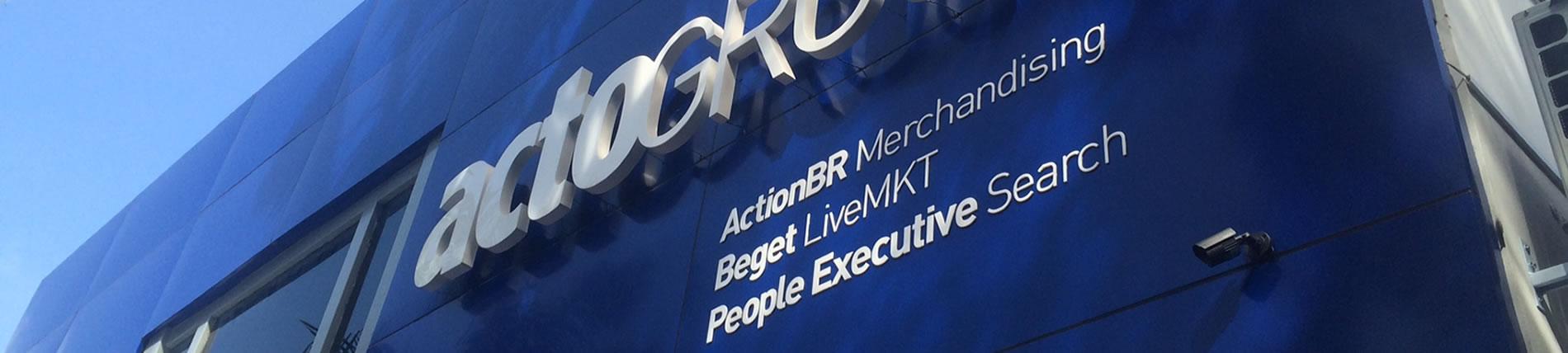 actogroup - logotipo letra caixa bloco com iluminação indireta em led e letras em acrílico recortado a laser